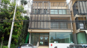 H064 S: Undeniably One of Chiang Mai's Modern Town house for sale Near Maya mall
