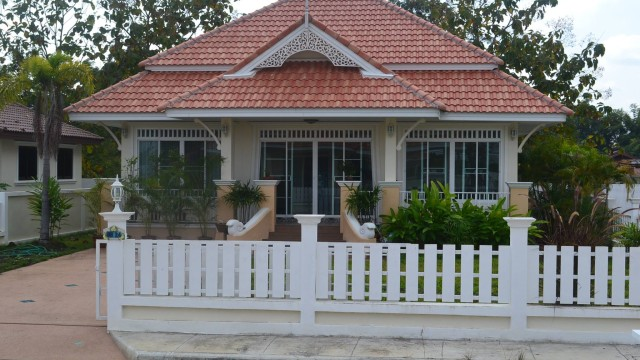 H084 S : Lanna – Colonial house style for sale in Sankampang