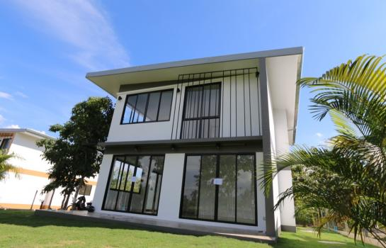 H081 S : Two storey detached house with a striking design for sale