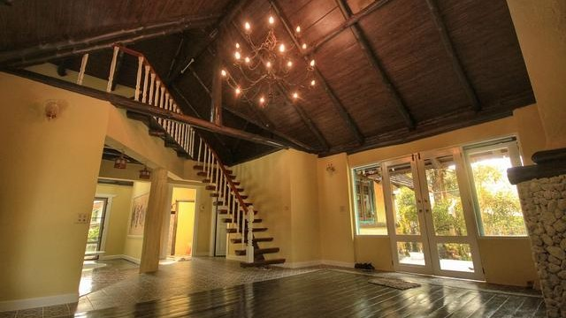 H082 S : Cottage house with English garden for sale in Hangdong