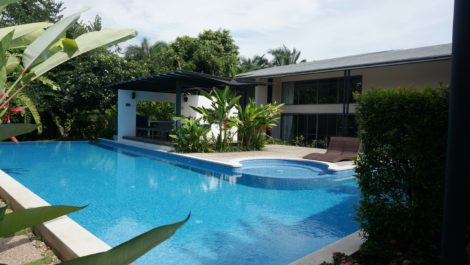 Modern and Cozy house with private salt pool at Suthep