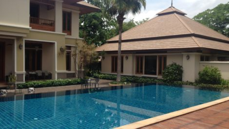 Luxurious contemporary Thai house style with pool villa and mini home theater at Mae Hia